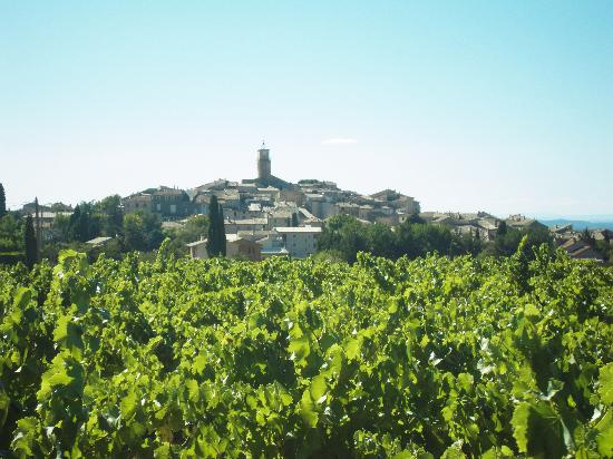 Sablet from the vineyards towards Seguret