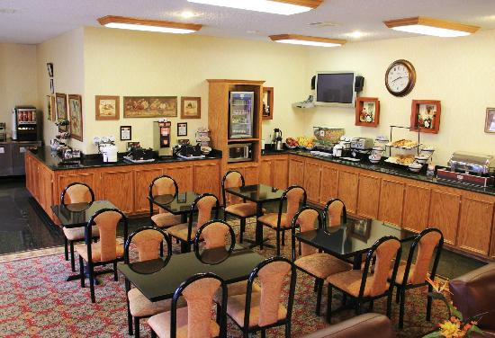 Comfort Inn & Suites West: Amazing breakfast daily