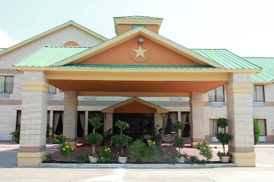 Comfort Inn & Suites West: Beautiful Entrance