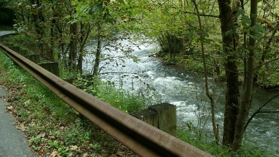 Ridge Top Motel & Campground: View of the Nantahala River, 30 minute drive from hotel on Hwy 74 West