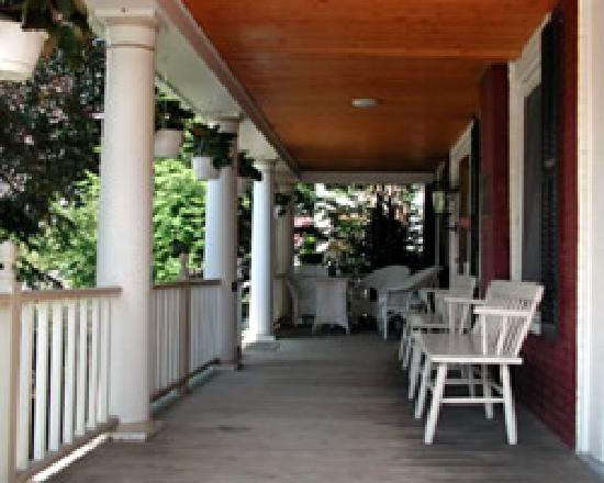 The Black Lantern Inn: Front Porch