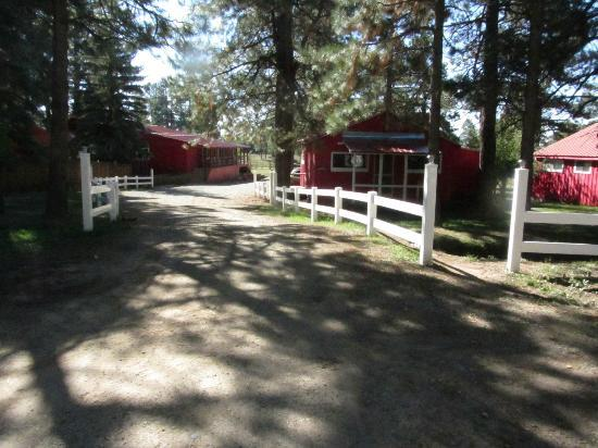 Majestic Dude Ranch: Some of the Cabins