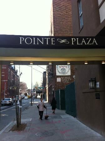 Pointe Plaza Hotel: Entrance to the Hotel