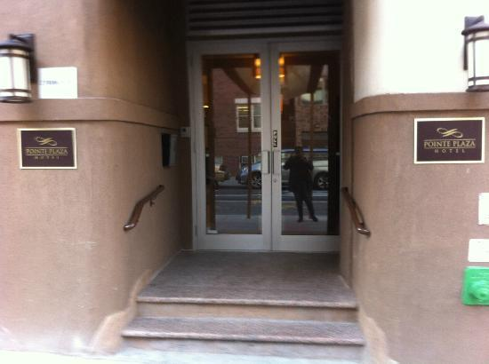 Pointe Plaza Hotel: Hotel Entrance