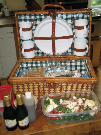 Cape Lookout Bed n Breakfast: Picnic Basket option available for extra charge