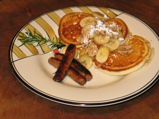 Cape Lookout Bed n Breakfast: Banana Walnut Pancakes Breakfast