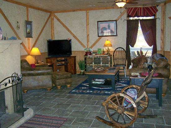 ‪Bear Grove Cabins Bed & Breakfast�