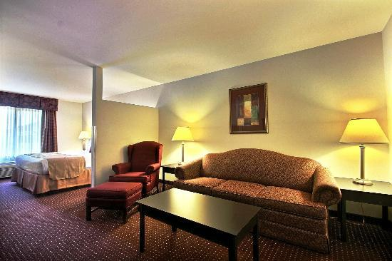 BEST WESTERN Legacy Inn & Suites Beloit/South Beloit: Spacious Executive King Suite