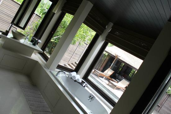 Anantara Phuket Villas: bathroom