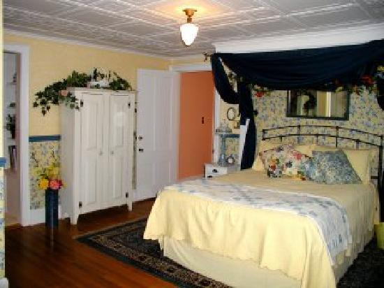 Lily House B&amp;B: Stargazer Suite with Fireplace