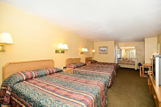 Motel 6 Parker: Triple Family Room