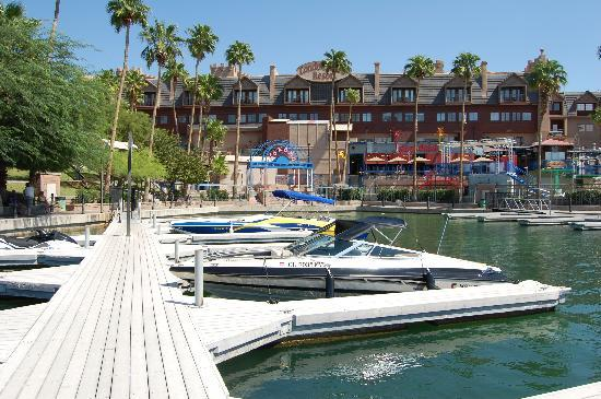 London Bridge Resort: A beautiful resort complete with docking facilities.