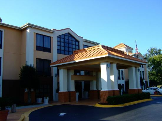 Holiday Inn Express Hotel & Suites: Hotel entrance