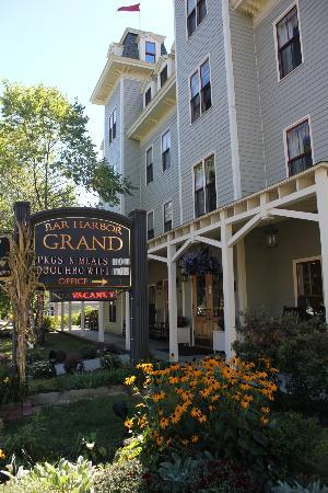 Bar Harbor Grand Hotel: front of the hotel from the street
