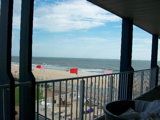 Sea Gull Inn Oceanfront: View of beach from my front door