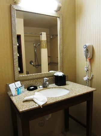 Hampton Inn and Suites Arcata: vanity