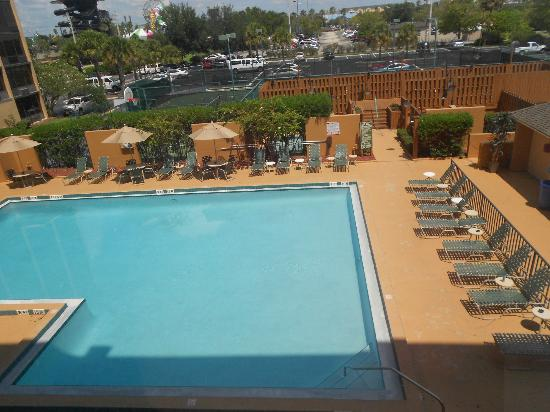 BEST WESTERN Orlando Gateway Hotel: Swimming Pool and Area