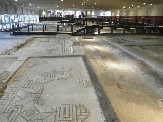 Inside Fishbourne Picture Of Fishbourne Roman Palace