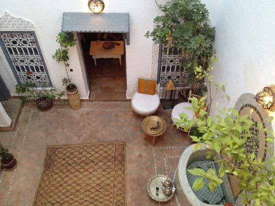 Riad Dar Maia: the courtyard