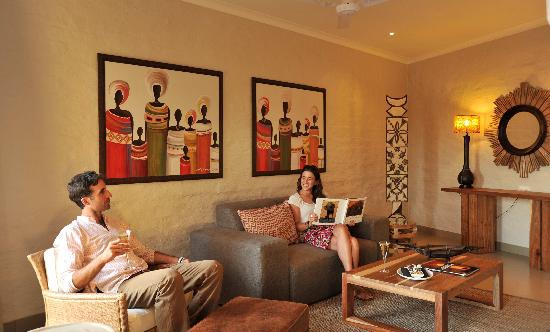 Victoria Falls Safari Club: Lounge area of a Safclub Suite