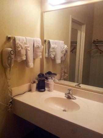 BEST WESTERN View of Lake Powell Hotel: the bathroom