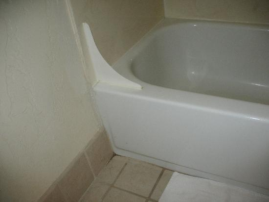 BEST WESTERN View of Lake Powell Hotel: bathtub with mould