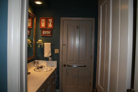 Stockade Bed and Breakfast: our bathroom