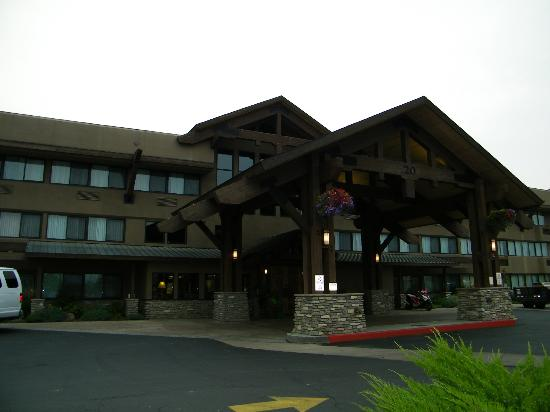 Red Lion Hotel Kalispell : Front of building