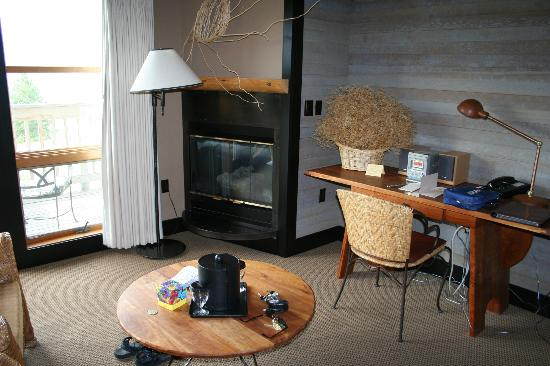 Sun Mountain Lodge: Room with fire place