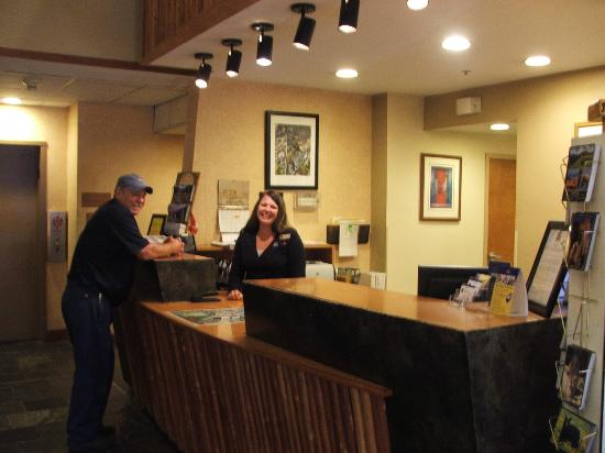 ‪‪BEST WESTERN Rocky Mountain Lodge‬: the wonderful smile that greets you in the morning