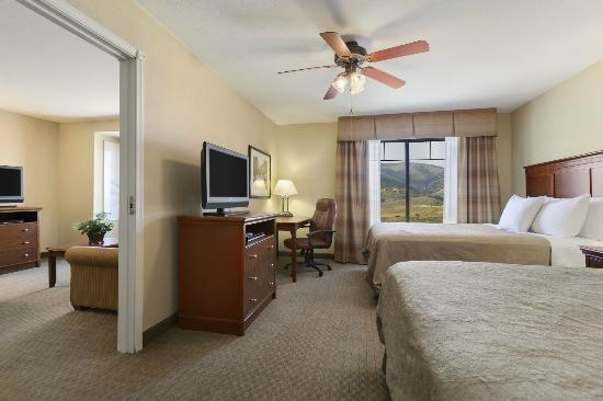 Homewood Suites by Hilton Denver Littleton: Our one-bedroom with two queen beds features a Q pull-out sofa (room sleeps 6).