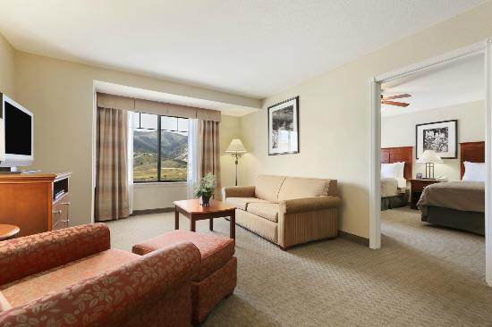 Homewood Suites by Hilton Denver Littleton: The one and two-bedroom suites feature separate sitting room areas with plasma tv&#39;s.