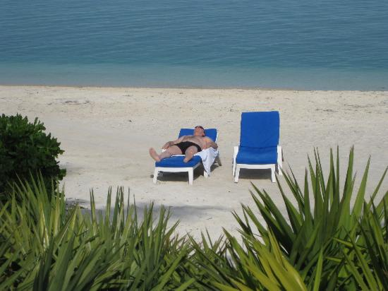 Sunset Key Cottages, A Luxury Collection Resort, Key West: Our beach last day first warm day