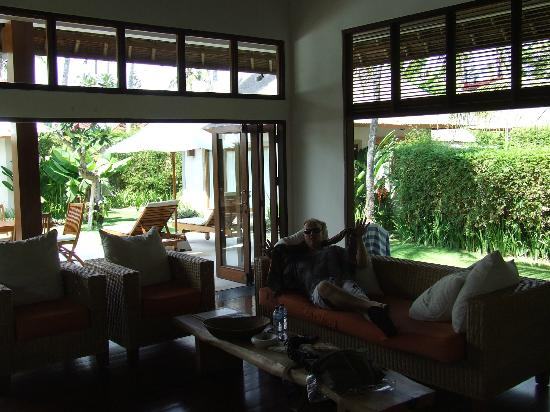 Villa Sasoon: great size living room with large TV