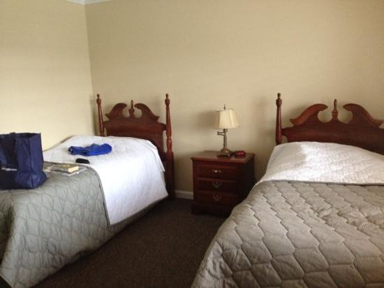 Captain's Quarters at Surfside Resort: very plain second bedroom