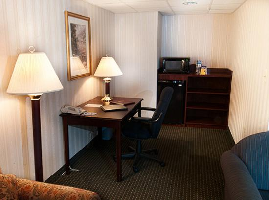 BEST WESTERN PLUS Fairfield Executive Inn: Executive Suite