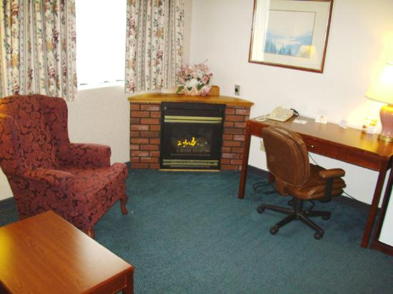 BEST WESTERN Pembroke Inn & Conference Centre: Fireplace Room