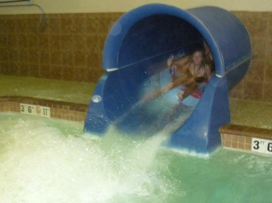 Holiday Inn Express &amp; Suites Sioux Falls - Brandon: Slide in pool area