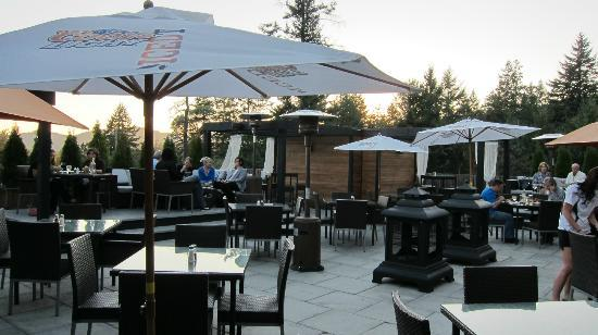 Four Points by Sheraton Victoria Gateway: Very nice outdoor patio.
