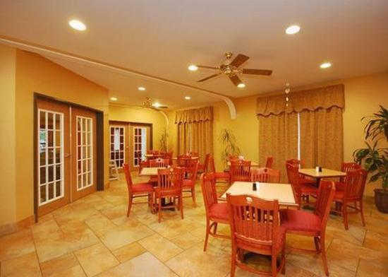 Comfort Suites Near Seaworld: Restaurant