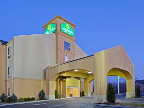 La Quinta Inn & Suites Columbus West - Hilliard: Exterior