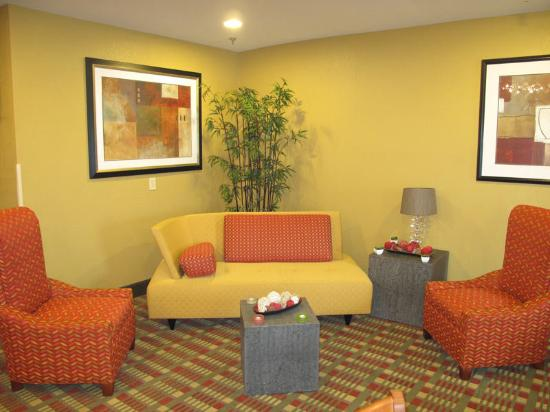 La Quinta Inn & Suites Columbus West - Hilliard: Main Lobby
