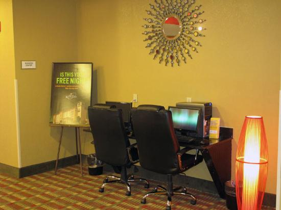 La Quinta Inn & Suites Columbus West - Hilliard: Business Center