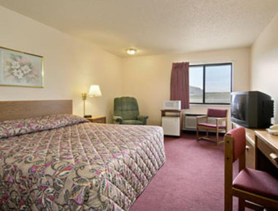 Rock Valley, IA: Standard King Bed Room