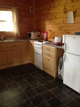 Pine Bank Chalets: kitchen area