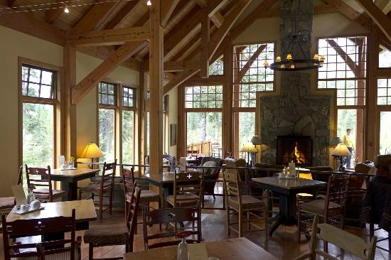 Cathedral Mountain Lodge: Part of dining and lounge area of main lodge