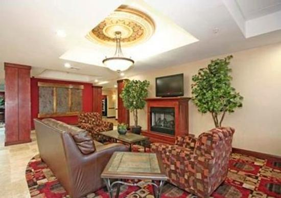 Comfort Suites Greensboro: Lobby seating