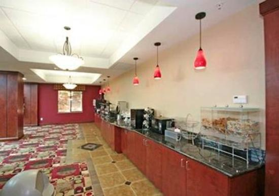 Comfort Suites Greensboro: Free hot breakfast