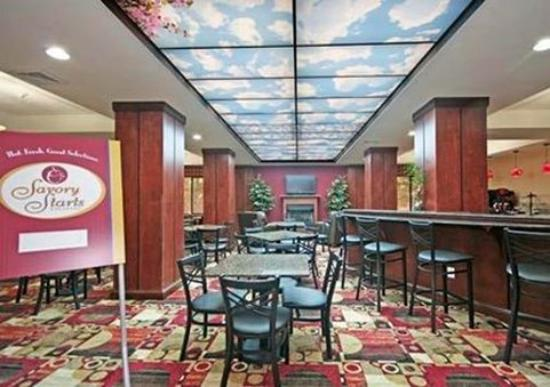 Comfort Suites Greensboro: Breakfast room