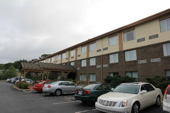 ‪‪Holiday Inn Express Blowing Rock South‬: Chambres vues du parking